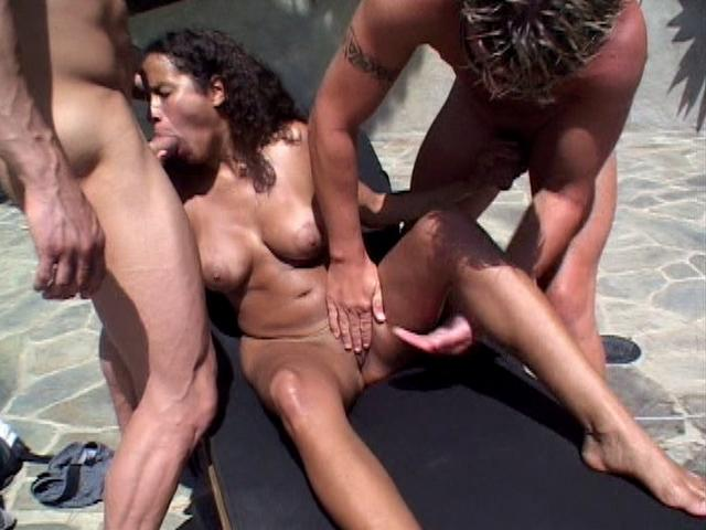 Slim Latina Mega-slut Amanda Will Get Vulva Frigged Whilst Tongues 2 Thick Chisels Outside